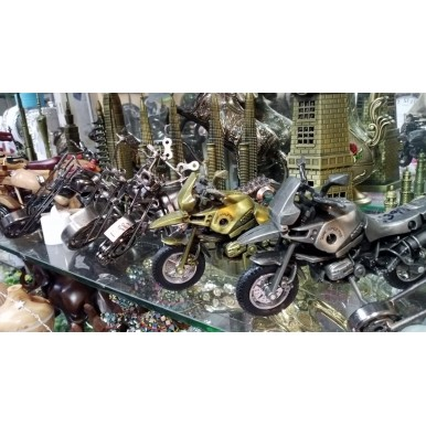 1 pcs Handmade Vintage Antique Random Metal Motorcycle Bike Decorative Showpiece Miniature Toy Bike