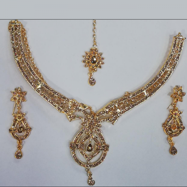 Gold plated Jewellery Set with tika and earrings