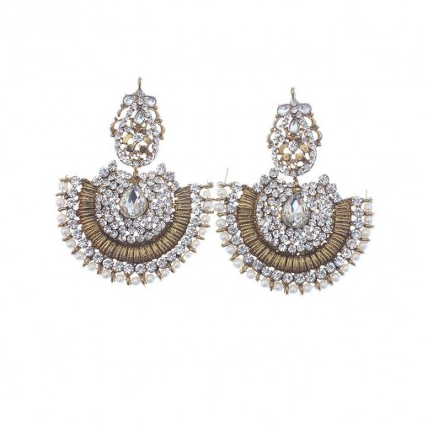 Earrings with a combination of pearl and Beads