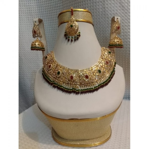 New Elegant Chokar style Party wear jewellery sets With red and green stone work