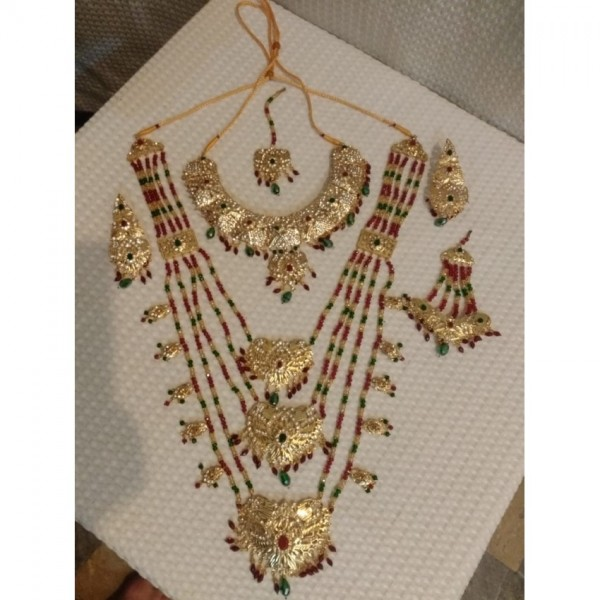 Latest design of Bridal jewellery set in mughal Raani style