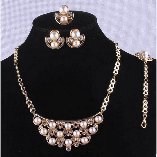 Stylish Gold Plated Pearl Jewellery Set For Her