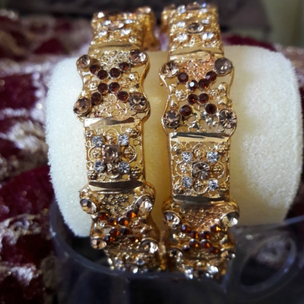 Fashionable Indian Gold Plated Rhinestones Polki Bangles for WomenEid