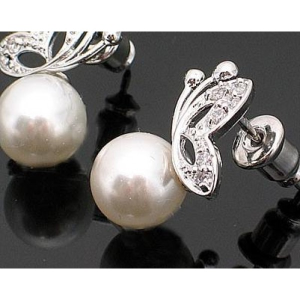 Fashion Hot Sale Cute Silver Alloy Butterfly Pearl Studs For Her