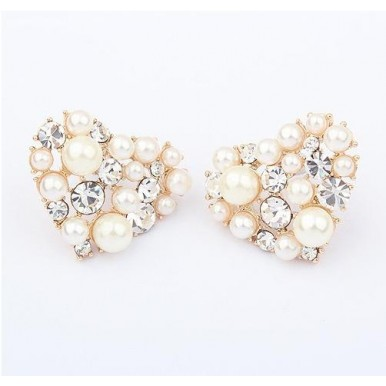 Heart Shape Elegant Pearl Ear Studs For Her