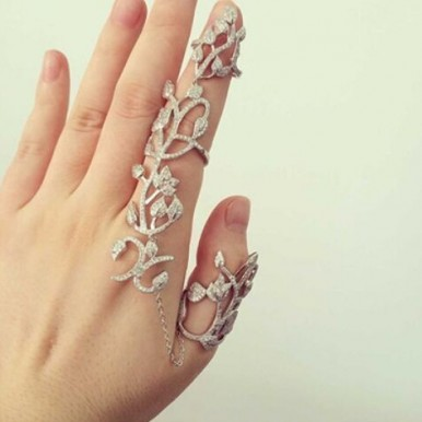 Fashionable Rhinestone Rose Flower Double Finger Chain Link Ring for Womens