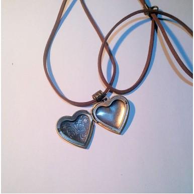 Antique Heart Couple Photo Pendant