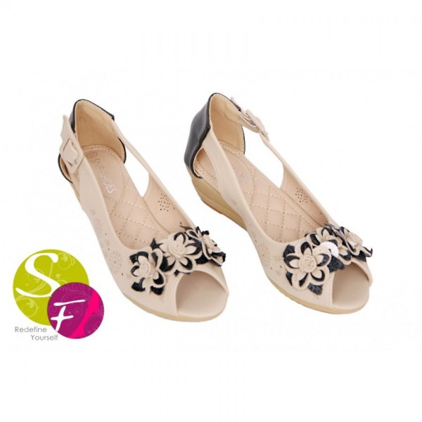 Peep Toes Pumps in beige for Her