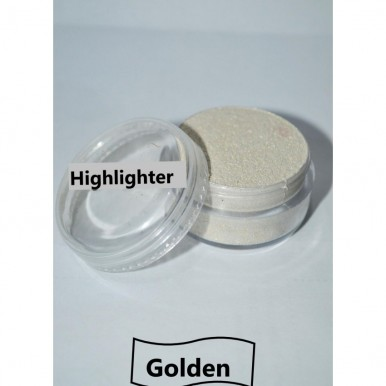 Face Highlighter in Golden