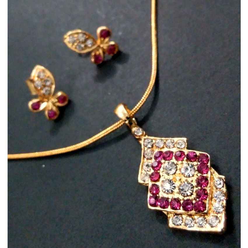 Gold Plated Jewelry Set With Pink And White Crystals